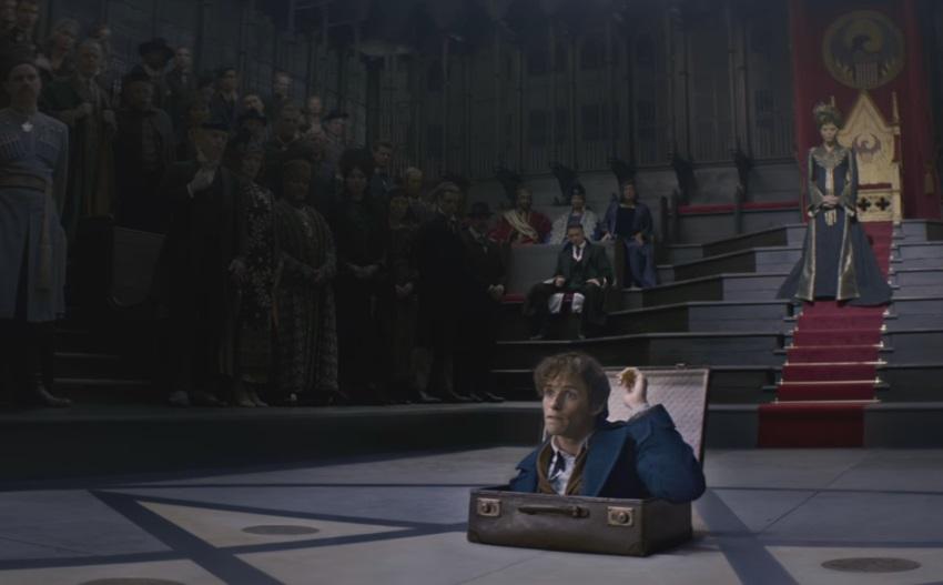 Chiếc vali bé xíu mà chứa đựng cả một thế giới khổng lồ trong đó