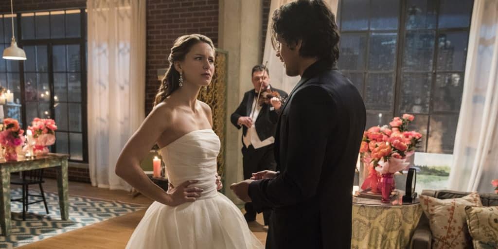 Hình như Kara bị ép buộc mặc váy cưới
